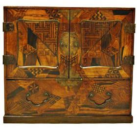 Arquillita Japonesa de diversas maderas con marquetería. S. XVIII
