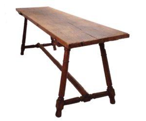 Mesa Bufete de madera maciza de nogal. S. XVII
