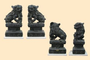 """Pareja Quimeras """"Leones de Fuego"""" Dinastía Song, de bronce labrado y cincelado. China S.XIII"""
