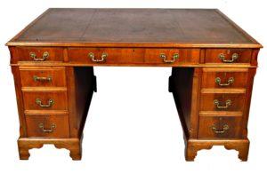 Mesa de Despacho Georgiana con sobre de piel. S. XVIII.