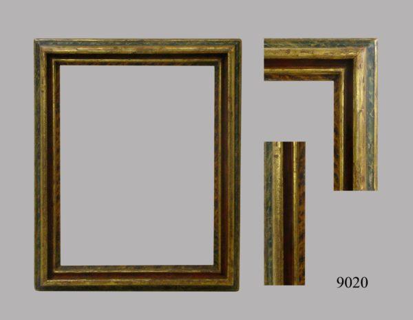 Marco policromado, abombado, talla oro fino. Italia, S. XVIII