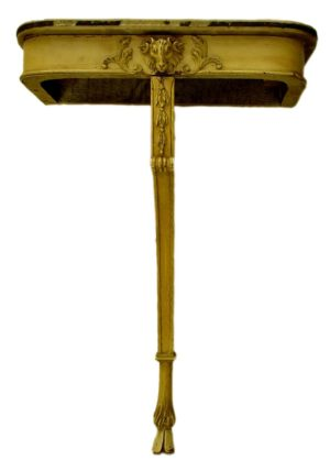 Consola con pie de talla, con cabeza y pata de ternero y mármol con aplicaciones doradas. Francia, S. XIX