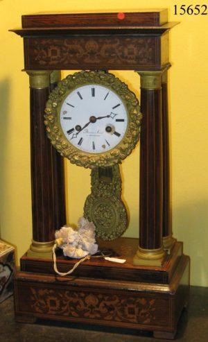 Reloj de sobremesa Imperio de jacarandá y marquetería de limoncillo. C.1820.