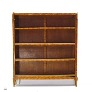 Pareja Librerías estrechas Luis XV de madera de nogal, con cuatro estantes y sobre de mármol. S. XVIII