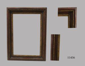 Marco de talla con molduras vegetales doradas, franja burdeos y cenefa sogueada. Italia, S. XVIII