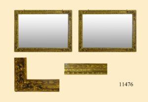 Pareja Marcos de talla, dorados con oro fino y con tallas en las esquinas. S. XVII