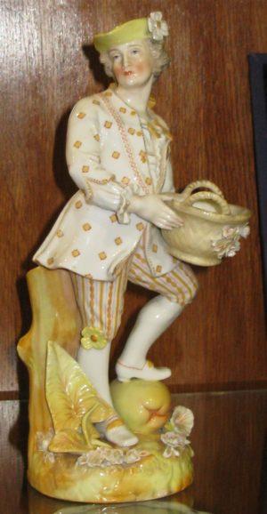 Figura porcelana: Hombre. Richard Ginori, 1735 - 1896