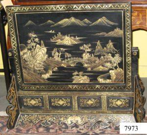 Paraban Chino madera lacada con dibujos en dorado. Paisajes. Dos piezas. S.XIX