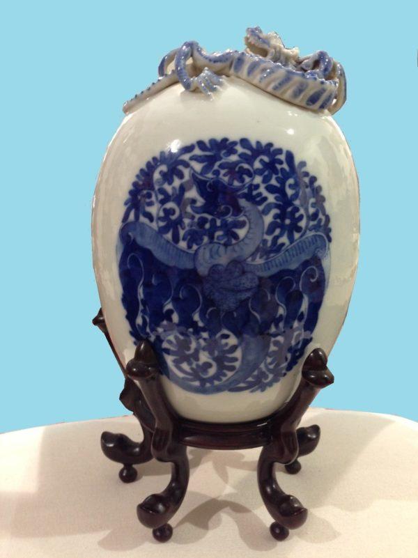 Jarrón de cerámica Dinastía Khang - Hsi. China. Firmado.