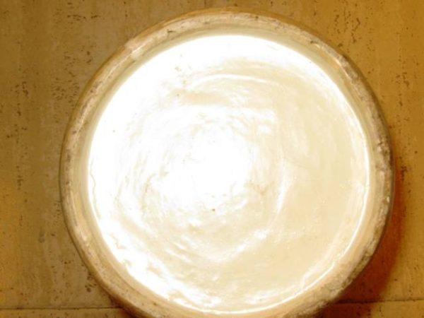 Pareja Jarrones Chinos de porcelana Cantón Familia Rosa, con base de madera palorrosa. S. XVIII