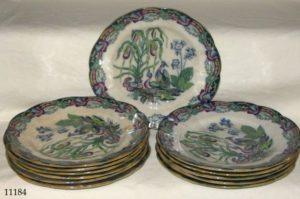"""Doce platos de porcelana Inglesa policromada """"Mason"""", con pavos reales y flores, S. XIX"""