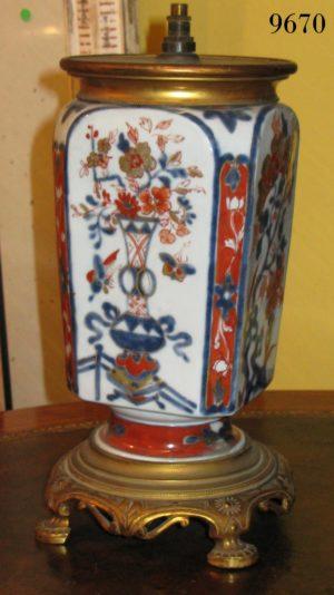 Lámpara de sobremesa Imari Japonés con aplicaciones en bronce dorado. S. XIX