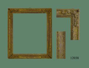 Marco de talla dorado con oro fino, punteado y con talla en las esquinas
