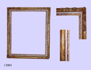 Marco blanco con talla en los bordes. S. XVIII