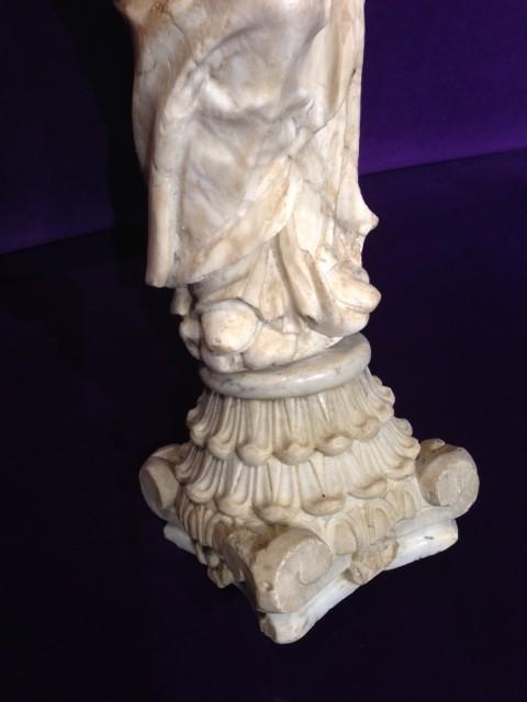 Escultura de alabastro: Virgen Inmaculada Concepción. España, S. XVII - XVIII