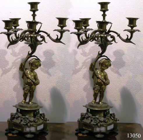 Pareja Candelabros de bronce Luis XV representando niño con cinco candelas. S. XVIII