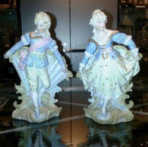 Pareja de porcelana Biscuit, Hombre y Mujer. S. XIX