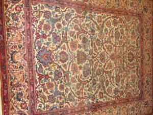 Alfombra isfahan Antigua. Medidas: 201 x 136 cm