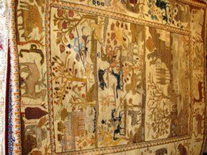 Alfombra Tabriz Antigua. Medidas: 176 x 128 cm