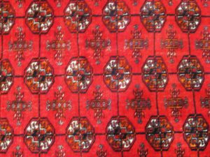 Alfombra Bukhara Rusa Antigua. Medidas: 182 x 118 cm