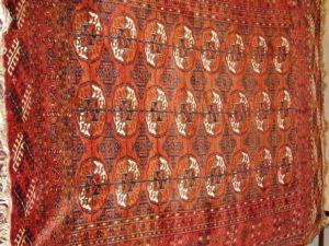 Alfombra Bukhara Rusa Antigua. Medidas:145 x 183 cm.