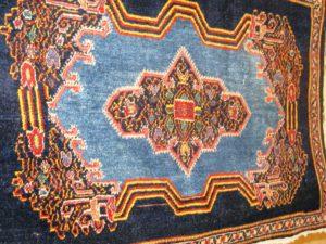 Alfombra Rusa Kazak Antigua. Medidas: 90 x 55 cm