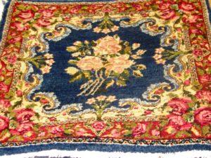 Alfombra Kashan Antigua. Medidas: 50 x 54 cm.