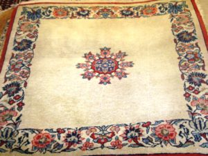 Alfombra Isfahan Antigua. Medidas:70 x 60 cm.